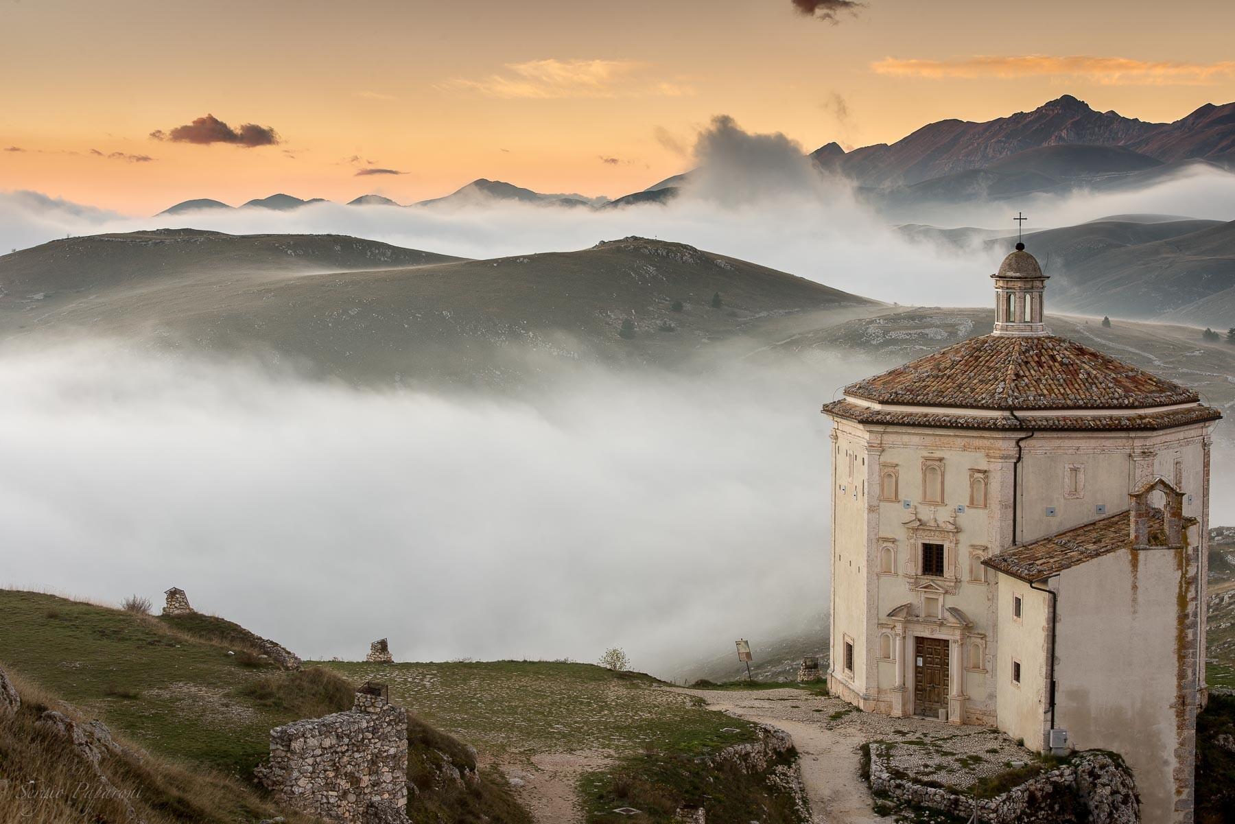 """Abruzzo """"Nel silenzio del grande altipiano"""""""